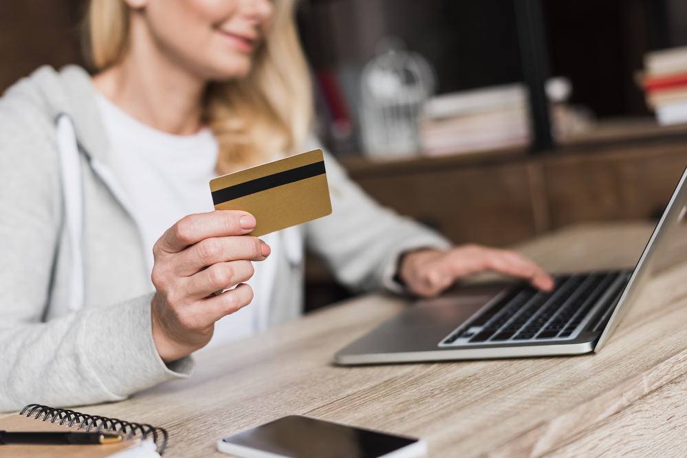 When Is It Better To Use Credit Cards Instead Of Debit Cards