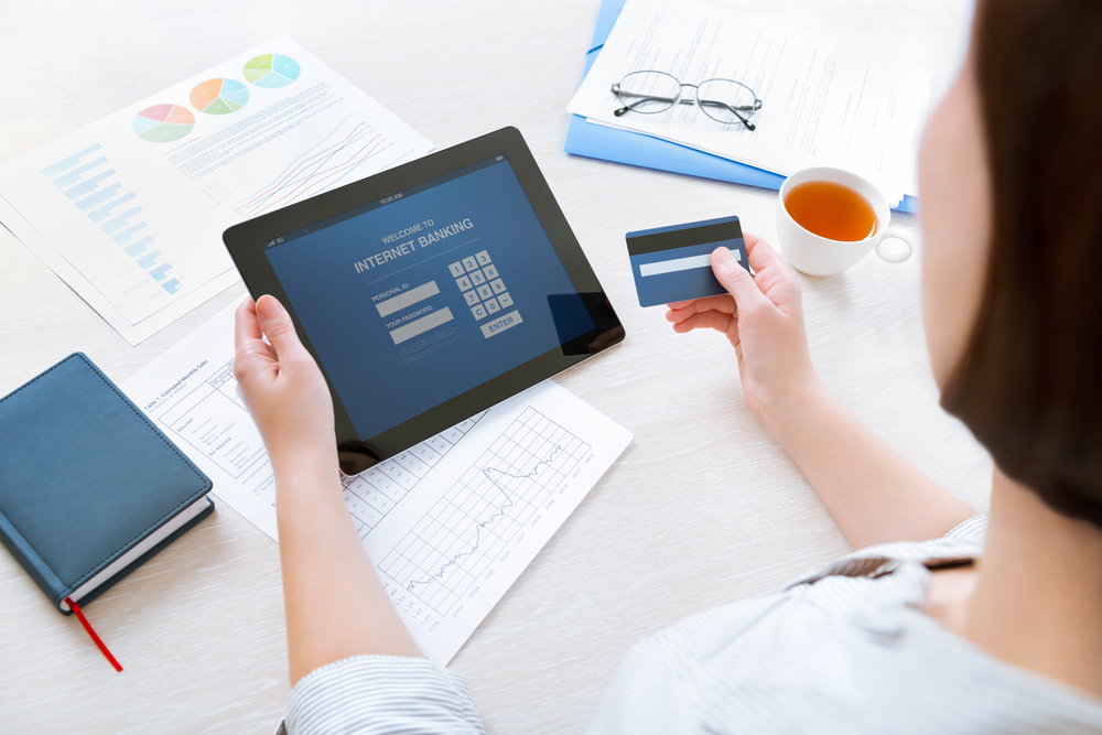 Safe Online Shopping Can Keep You Away From Debt