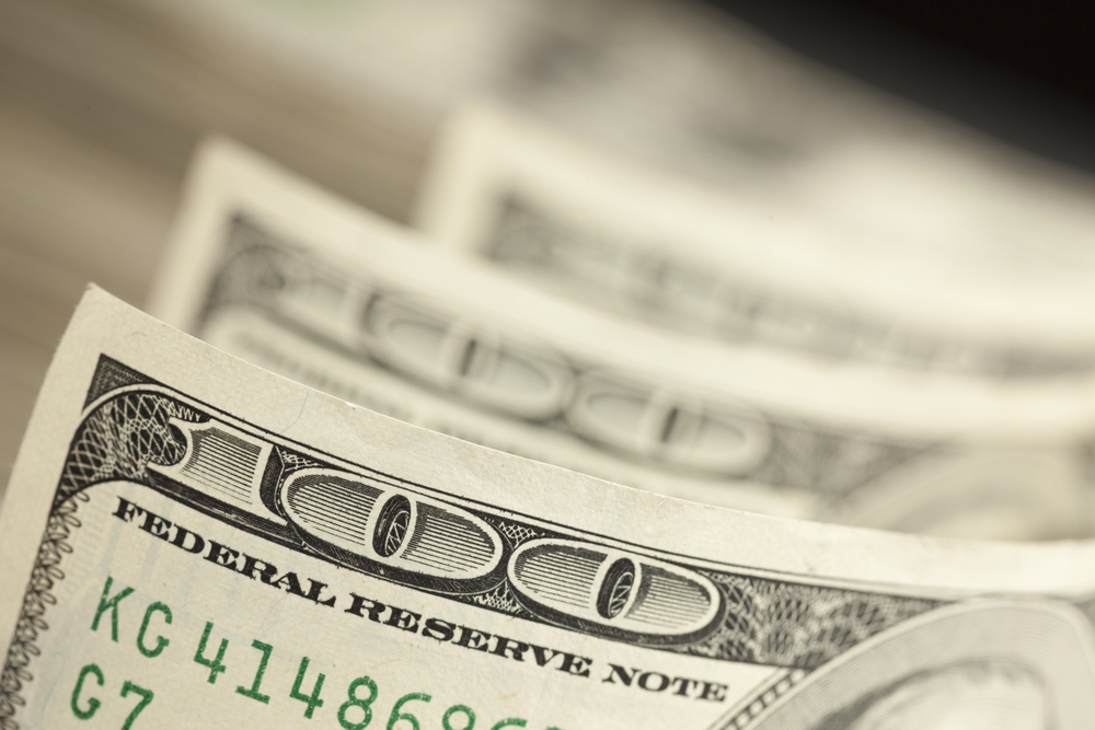Simple Ideas To Help Reach Financial Goals This Year